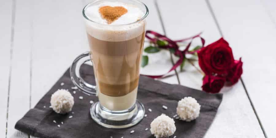 Reteta - Caffe Latte cu ciocolata alba si scortisoara din ...