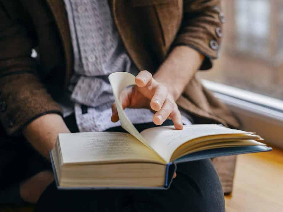 Citiți! Citiți atât pentru voi, cât și pentru sănătatea creierului dumneavoastră