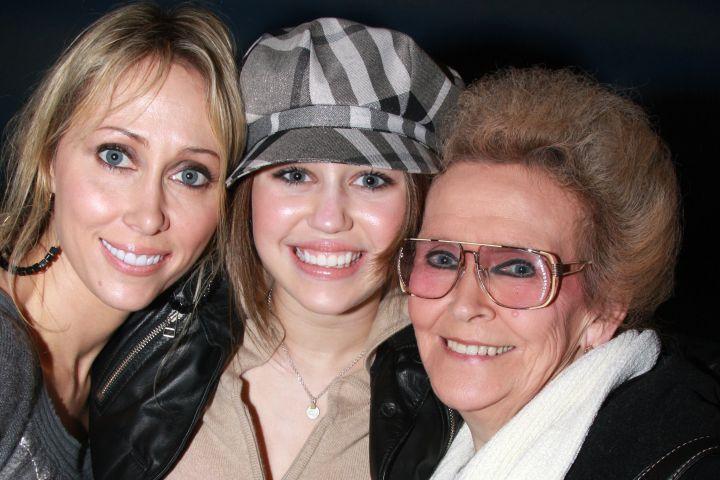Bunica lui Miley Cyrus a murit la vârsta de 85 de ani. Era inspirația cântăreței