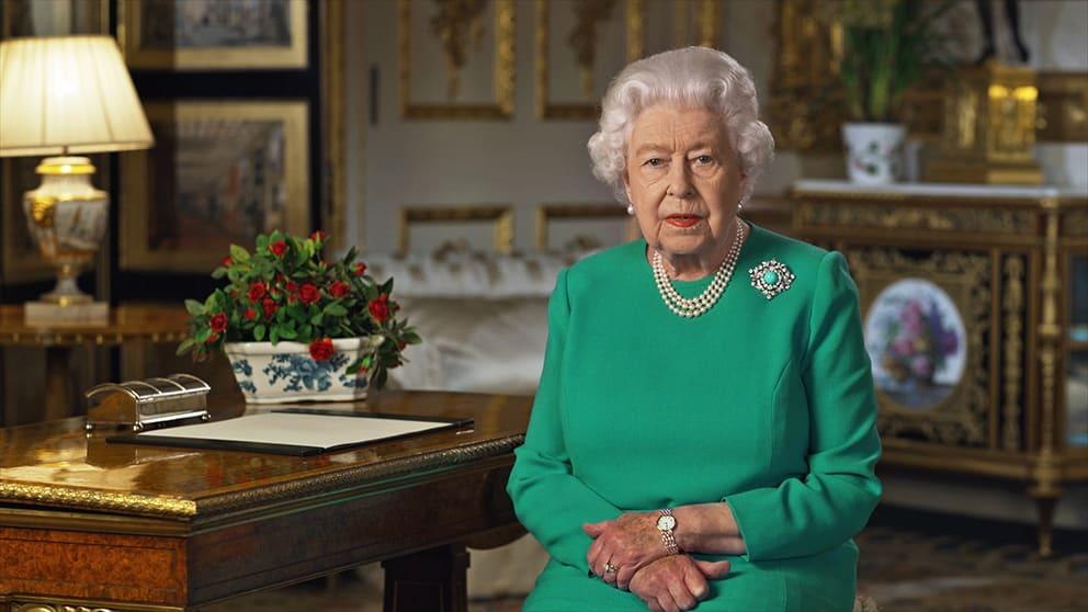 Regina Elisabeta a II-a folosește ginul pentru a-și îngriji bijuteriile