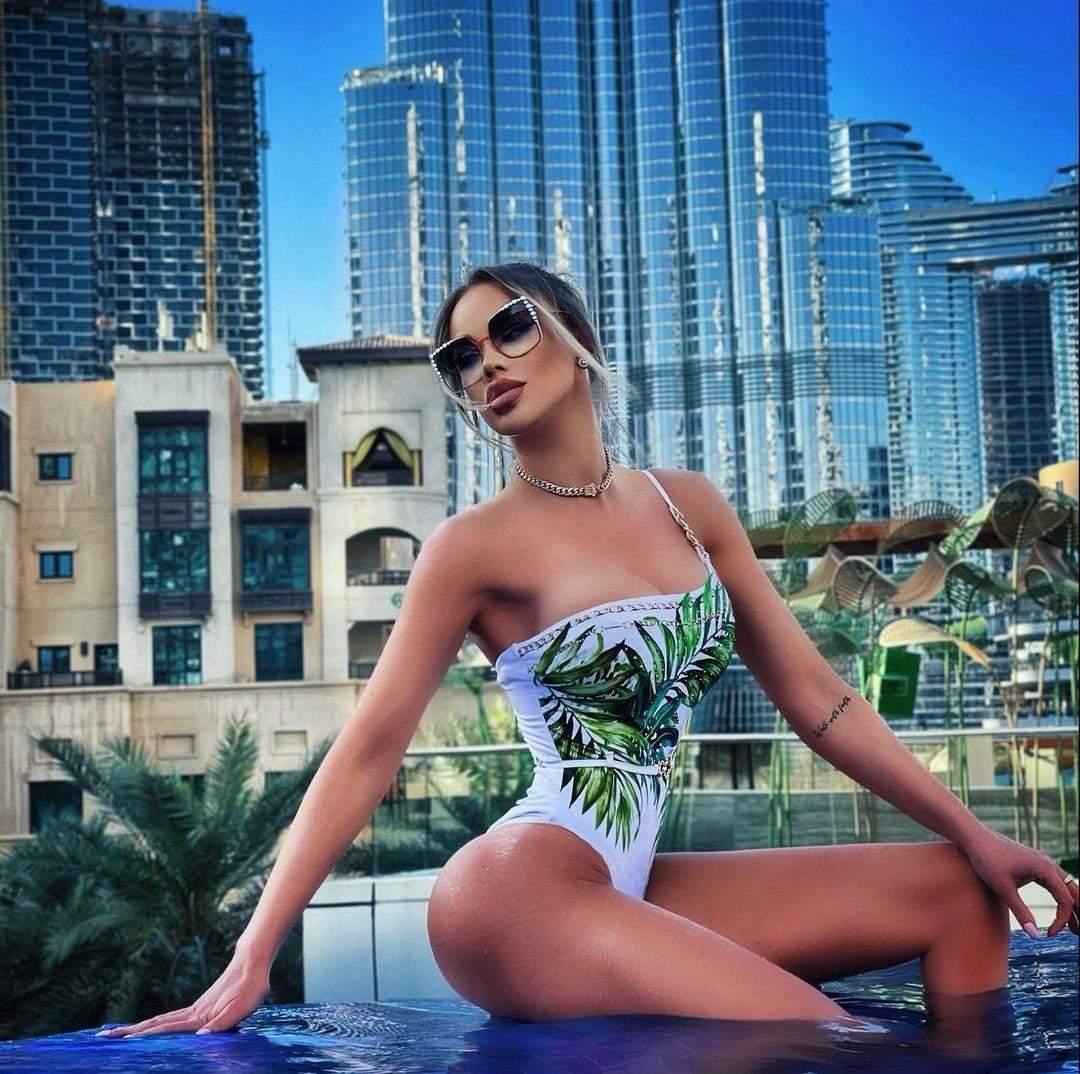 Bianca Drăgușan, imagini de senzație de pe marginea piscinei! Diva a încins spiritele chiar și în Dubai / FOTO