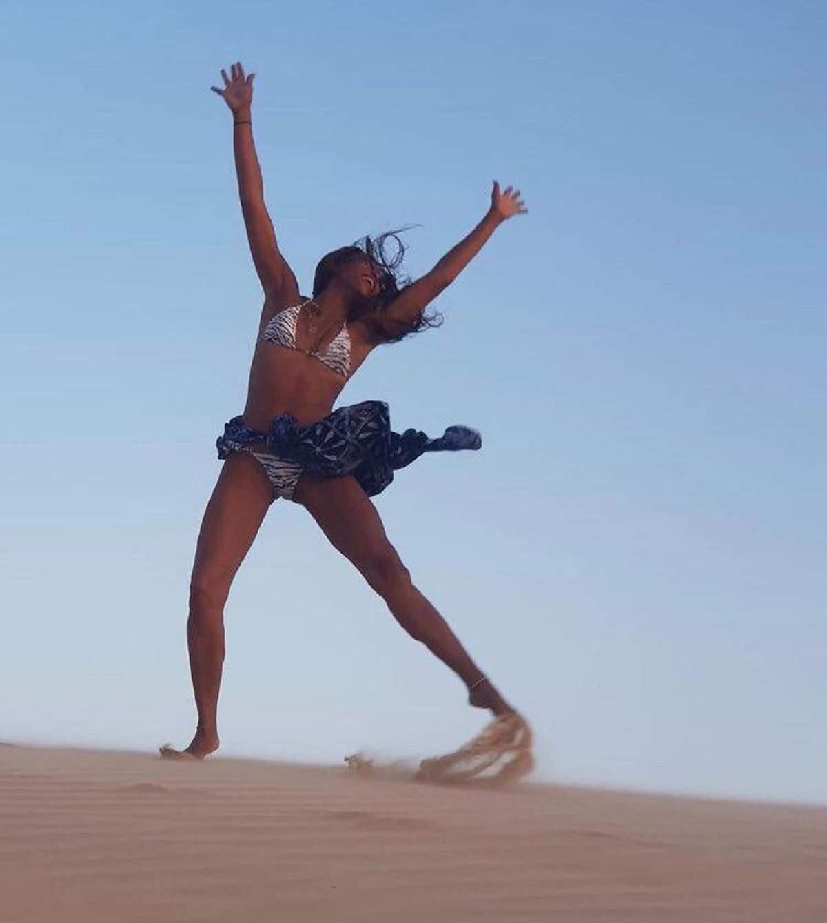Naomi Campbell, perfectă la 50 de ani! Cum arată modelul în costum de baie / FOTO