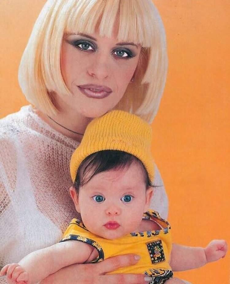 Loredana Groza, imagini rare cu ea de dinainte de operațiile estetice! Imaginile au ieșit la iveală / FOTO