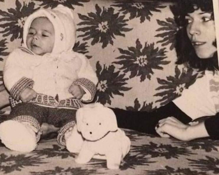 """Puțini sunt cei care știu cum arată mama lui Răzvan Simion. Imagine de colecție alături de mama prezentatorului TV: """"Mereu ținându-mi spatele drept"""" / FOTO"""