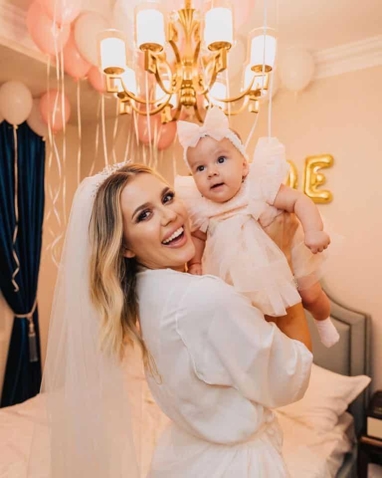 """Emily Burghelea, noi mărturisiri despre viața de proaspătă mămică: """"De când o am pe ea am învățat..."""" / FOTO"""